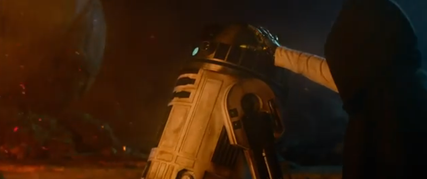 Luke Skywalker invokes the Vulcan mind meld on R2-D2. Ripley and a Xenomorph are off-screen.